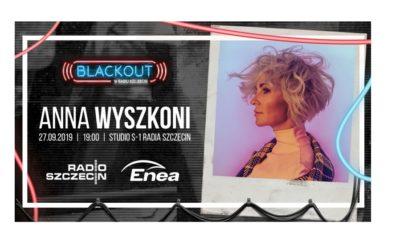 Anna Wyszkoni akustycznie w studiu koncertowym Radia Szczecin