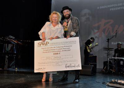 Beata Molak - Bychawska z Łukaszem Drapałą -_laureatem Nagrody SAWP